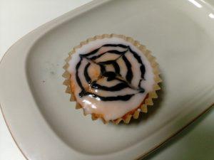 蜘蛛の巣カップケーキ (Spider web cupcakes)